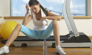 mulher-exercicio-fisico-excesso